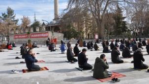Karaman'da yeni yılın ilk cuma namazı kılındı